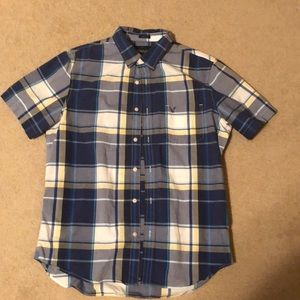 Short sleeve American eagle button up plaid
